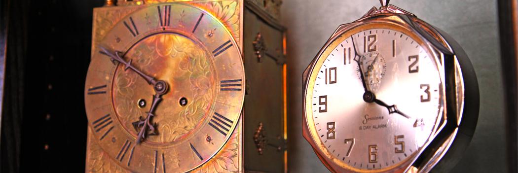 Im Uhrencabinet finden Sie Armbanduhren, Taschenuhren und antike Wanduhren